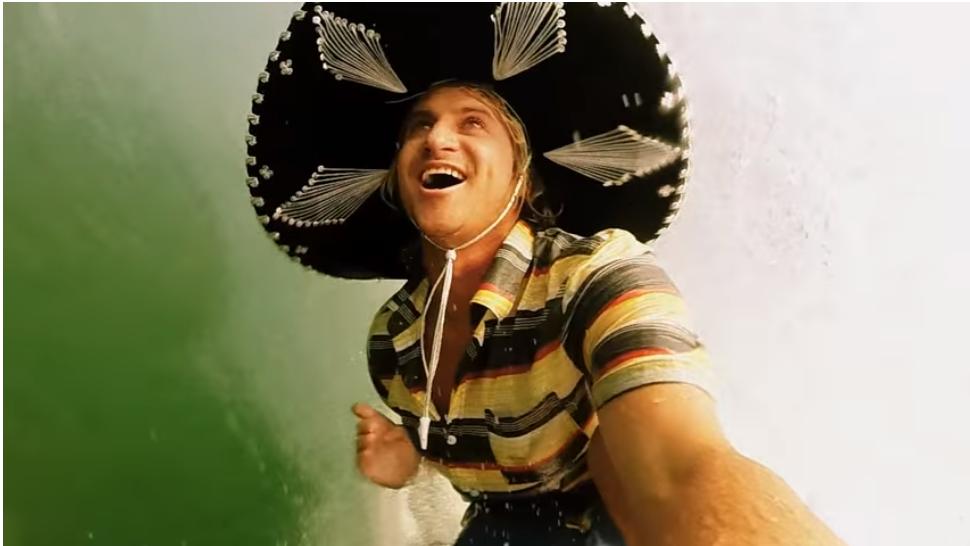 プロサーファーのメキシコの祝日の祝い方