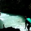 【動画】バリのサーフスポットは洞窟の中からゲット