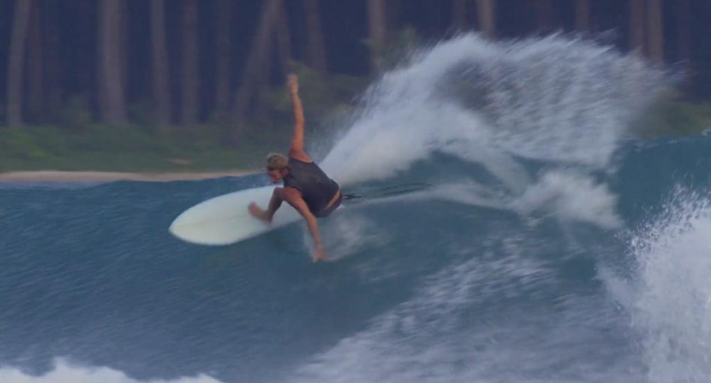 インドネシアでツインフィュシュボードでTorren・Martyn(トレン・マーティン)の華麗なサーフィン