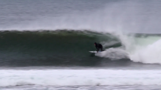 【動画】スコットランドの地元のサーフィンライディングセッション