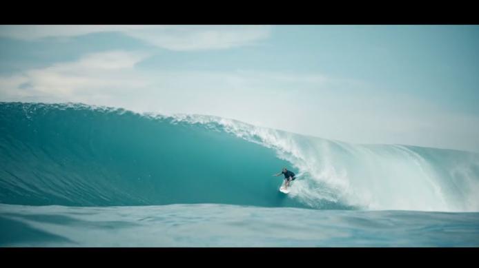 Tim Stevenson(ティム・スティーブンソン)がニアスの波をかけぬける