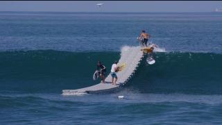 【動画】サーフィンの新しい形?パドリングしないでテイクオフ