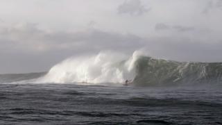 【動画】暑い夏に冬のアイスランドのサーフ映像