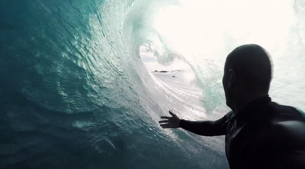 波があるならどこにでも!モアイ像で有名なイースター島でサーフセッション
