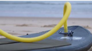 【動画】空気を入れて携帯できるSUP型ショートボード(AIR SURF 6)