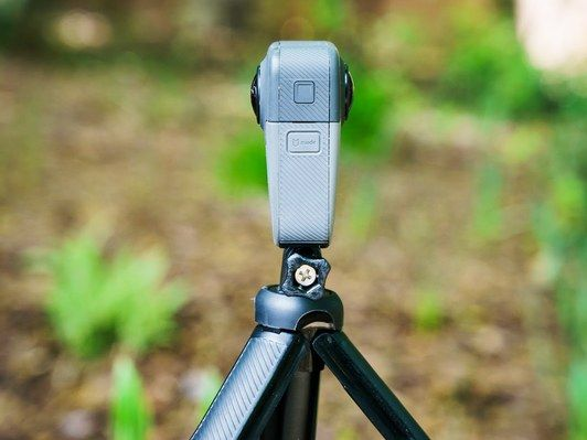 GoProの最新カメラを使用してタヒチのチューブを二人のサーファーが挑む!_2