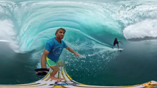 【360℃動画】GoProの最新カメラを使用してタヒチのチューブを二人のサーファーが挑む!