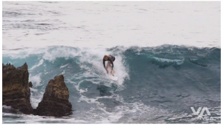 【動画】サーフィンテイクオフ後、目の前に岩場が!