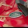 【動画】ランドローバーを作る工程で出る材料を元にできるサーフボード