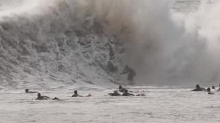 【動画】カルフォルニアのサンドスピットポイントのバックウォッシュのサーフィン動画