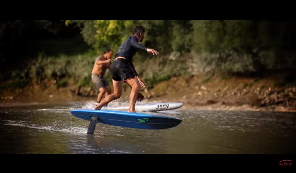フランスのドルドーニュ河でフォイルサーフィン動画