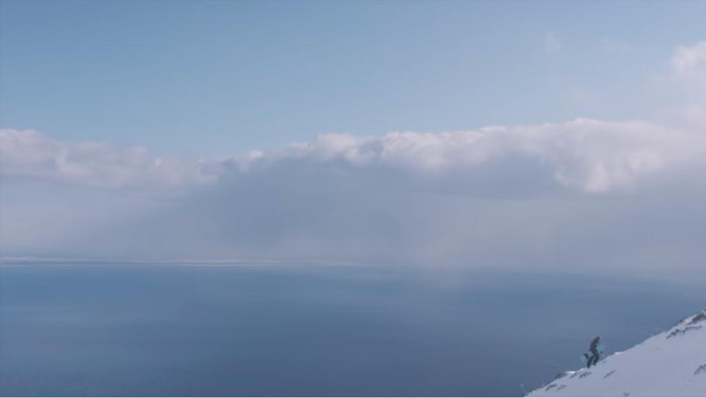 スノーボードでサーフィンのようなライディングの短編映画
