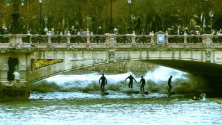 【動画】スペインのサンセバスティアンでリバーサーフィンが出来る!