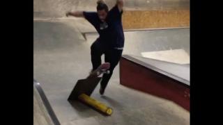 【動画】おデブだけど、スケートボードを機敏に操るスケーター
