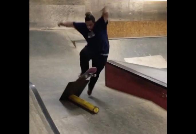 おデブだけど、スケートボードを機敏に操るスケーター