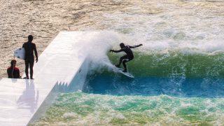 【動画】UNITサーフプールは最大かつ最も効率的な人工的な波を形成します